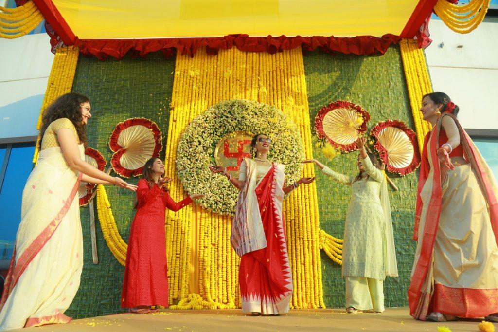 Kolkata bride bridesmaids outfits for Mayra ceremony