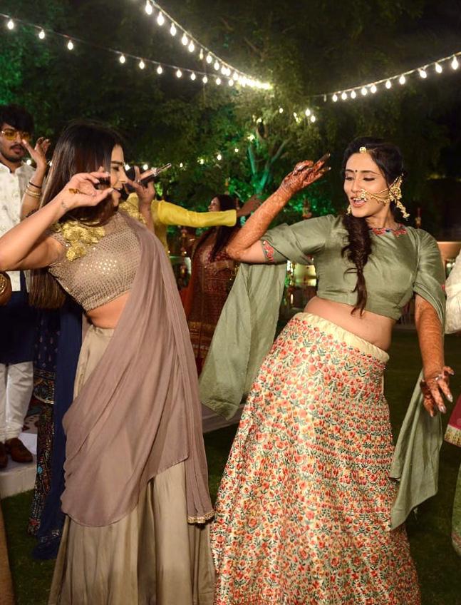 Indian bride performance on mehendi