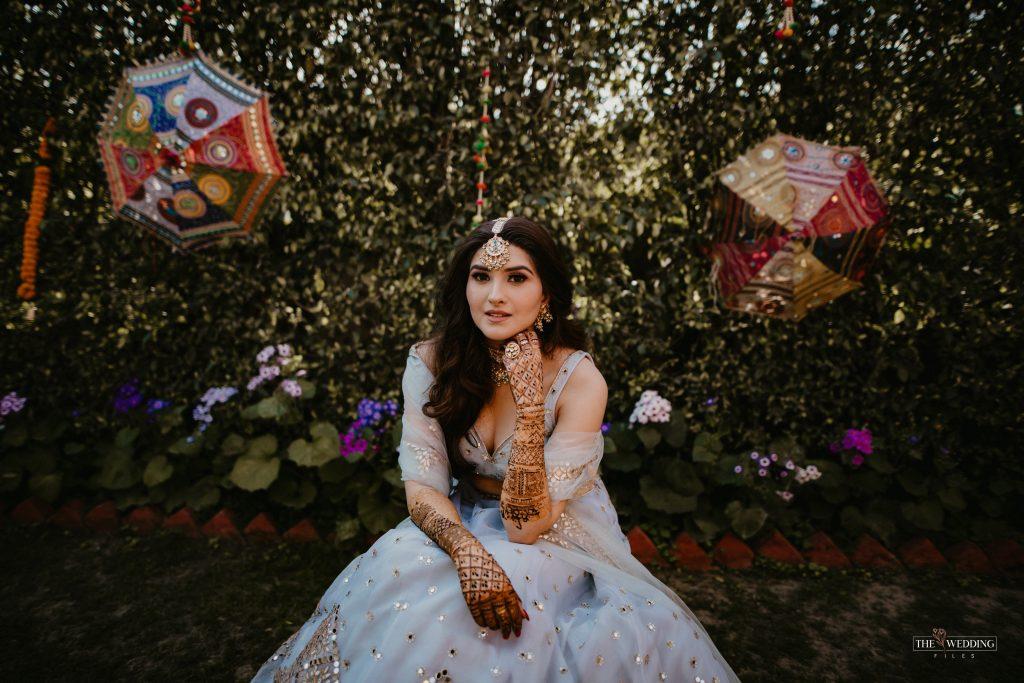Delhi bride mehendi look