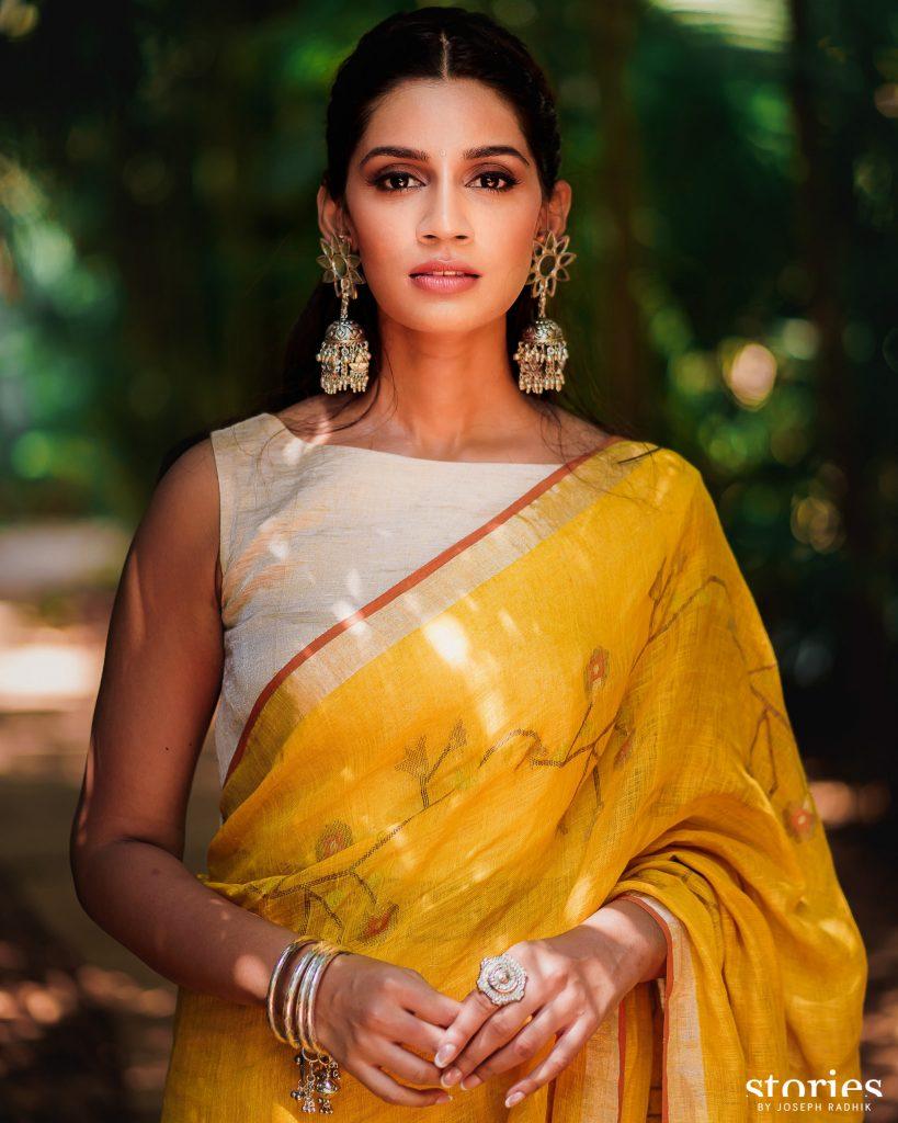 Sanjana Ganesan wearing Anavila sari and Aprajita Toor footwear for Haldi ceremony